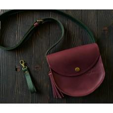 Жіноча сумка на кнопці wb_070_bordo_green з китицею та брелком для ключів